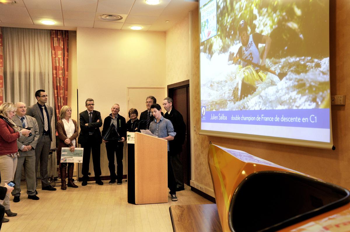 Julien Saliba reçoit le trophée de l'Espoir de Seine-et-Marne